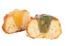Torta con el relleno de la fruta aislado Imagen de archivo