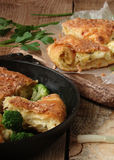 Torta con formaggio e le erbe Immagini Stock