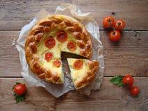 Torta con formaggio ed i pomodori Fotografia Stock Libera da Diritti