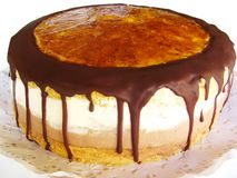 Torta con la formación de hielo del chocolate Foto de archivo libre de regalías