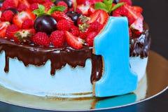 Torta con la fruta fresca Imágenes de archivo libres de regalías