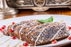 Torta con la semilla y las avellanas de amapola Foto de archivo