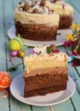 Torta con la torta de tres hojas y tres clases de crema del chocolate Imagen de archivo libre de regalías