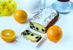 Torta con las aceitunas y las naranjas Fotografía de archivo