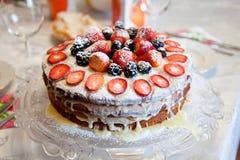 Torta con las bayas Imagen de archivo libre de regalías