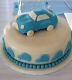 Torta con las decoraciones del coche Imagen de archivo libre de regalías