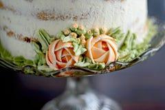 Torta con las flores del buttercream Imágenes de archivo libres de regalías