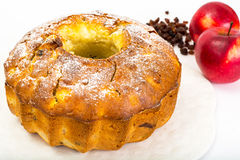 Torta con las manzanas, las peras y las pasas imagen de archivo