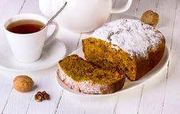 Torta con las nueces Imagen de archivo libre de regalías