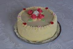 Torta con las rosas Imágenes de archivo libres de regalías