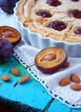 Torta con le prugne e Frangipane Fotografia Stock