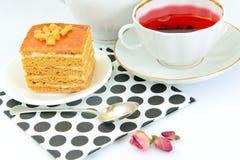 Torta con leche condensada, las nueces y la miel Foto de archivo