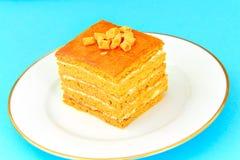Torta con leche condensada, las nueces y la miel Imagenes de archivo