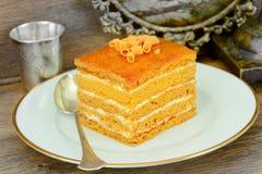 Torta con leche condensada, las nueces y la miel Imágenes de archivo libres de regalías