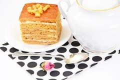 Torta con leche condensada, las nueces y la miel Fotos de archivo