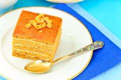 Torta con leche condensada, las nueces y la miel Fotografía de archivo libre de regalías