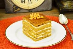 Torta con leche condensada, las nueces y la miel Imagen de archivo