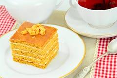 Torta con leche condensada, las nueces y la miel Té Fotografía de archivo