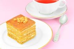 Torta con leche condensada, las nueces y la miel Té Imagen de archivo libre de regalías