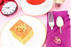Torta con leche condensada, las nueces y la miel Té Fotografía de archivo libre de regalías