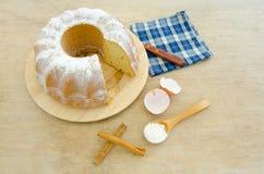 Torta con los ingredientes Foto de archivo libre de regalías