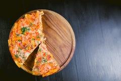 Torta, con una soglia di pasta, alimento di verdi Immagine Stock