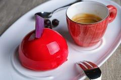 Torta con una taza de café Foto de archivo