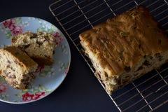 Torta cortada de Sultana Fotografía de archivo libre de regalías