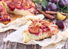 Torta da ameixa com ameixas frescas Imagens de Stock