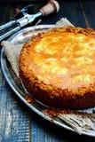 Torta da batata doce com redemoinho do queijo creme Foto de Stock