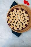 Torta da cereja com as decorações da forma do coração Foto de Stock