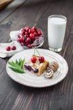 Torta da cereja com porcas Imagem de Stock Royalty Free