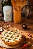 Torta da fotografia do alimento com espinafres e verdes na tabela Fotografia de Stock