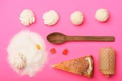 Torta de Apple com marshmallows e doces Fotos de Stock Royalty Free