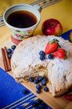 Torta de Apple com morangos Imagem de Stock