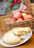 Torta de Apple em uma tabela de madeira Foto de Stock
