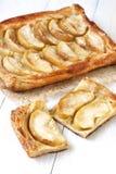 Torta de Apple na tabela de madeira Fotos de Stock Royalty Free