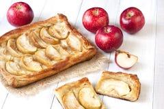 Torta de Apple na tabela de madeira Imagens de Stock Royalty Free