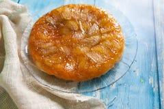 Torta de Apple Tarte Tatin com caramelo Fotos de Stock
