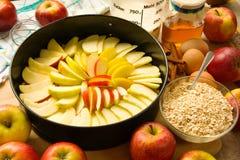 Torta de Apple unbaked foto de stock