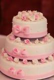 Torta de boda con las rosas Fotografía de archivo