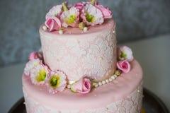 Torta de boda con las rosas Imagen de archivo