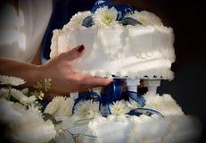 Torta de boda de la explotación agrícola de la mujer. Imagen de archivo libre de regalías