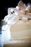 Torta de boda de lujo con los detalles frescos Imagen de archivo libre de regalías