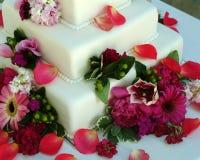 Torta de boda rodada de la pasta de azúcar Fotografía de archivo libre de regalías