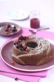 Torta de Bundt del chocolate con Forest Berry Jam Foto de archivo libre de regalías