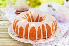 Torta de Bundt rematada con Sugar Glaze fotografía de archivo libre de regalías