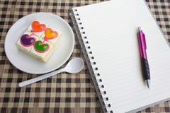 Torta de café colorida del amor para sano imagen de archivo