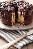 Torta de café deliciosa en la tabla Imagen de archivo libre de regalías