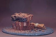 Torta de café y jarabe de chocolate Desmoche del chocolate imagen de archivo libre de regalías